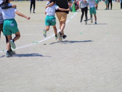 運動会で父母走る